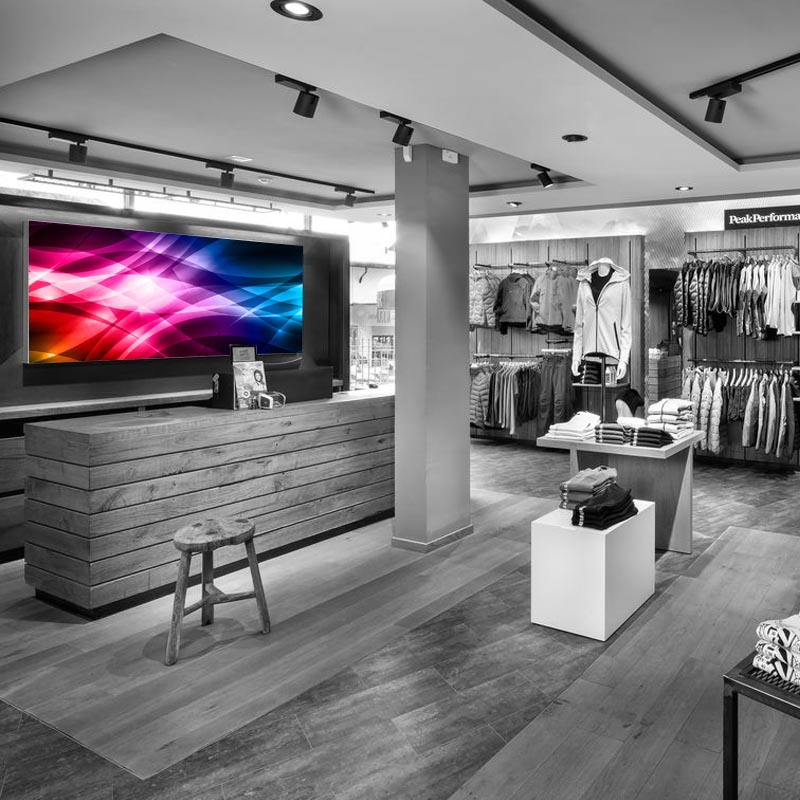 Светодиодный экран на стене магазина